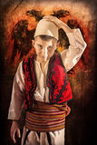 Kind im albanischen traditionellen Kostüm Lizenzfreies Stockfoto