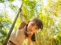 Kind im Dschungel Lizenzfreies Stockbild