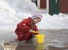 Kind im Früjahr stockbild