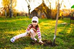 Kind im Garten Stockfoto
