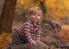 Kind im Herbst Lizenzfreie Stockbilder