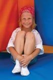 Kind im Park von Anziehungskräften Stockfoto
