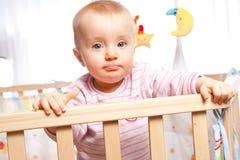 Kind im Playpen Lizenzfreie Stockbilder