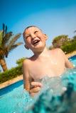 Kind im Pool Lizenzfreie Stockbilder