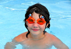 Kind im Pool Stockfotografie