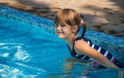 Kind im Pool Lizenzfreies Stockfoto