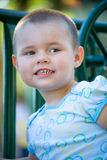 Kind im Spielplatz Stockfotos