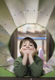 Kind im Spielplatz Stockfotografie