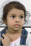 Kind im tiefen Gedanken. Stockfotografie