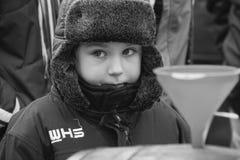 Kind im Winterhut Stockfoto