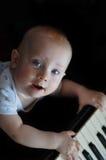 Kind am Klavier Lizenzfreie Stockfotografie