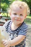 Kind, Kleinkind-Sommer, Frühlings-Spielplatz Lizenzfreies Stockfoto