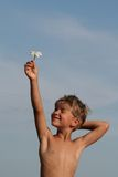Kind met bloem Royalty-vrije Stock Afbeelding