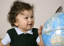 Kind met bol. Royalty-vrije Stock Afbeeldingen