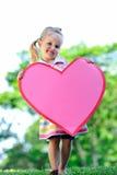 Kind met document hart stock foto