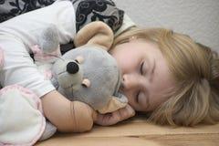 Kind met een stuk speelgoed Stock Afbeeldingen