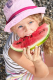 Kind met een watermeloen stock fotografie