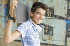 Kind met het met een skateboard rijden royalty-vrije stock afbeeldingen
