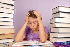 Kind met het leren van moeilijkheid Stock Foto's