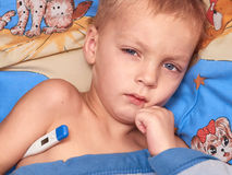 Kind met hoge koorts Stock Afbeeldingen