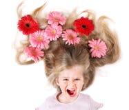 Kind met lange haar en bloemen. Stock Afbeeldingen