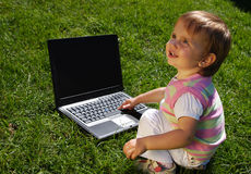 Kind met laptop Royalty-vrije Stock Foto