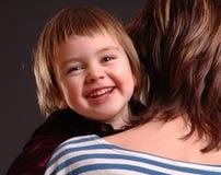 Kind met moeder stock afbeeldingen