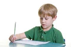 Kind met thuiswerk stock afbeelding