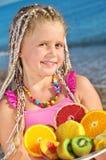 Kind met tropisch fruit Royalty-vrije Stock Afbeelding