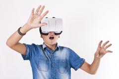 Kind met virtuele werkelijkheid stock afbeeldingen