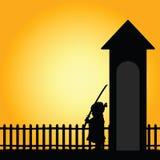 Kind met zwaardillustratie in het silhouet van de aardkleur Royalty-vrije Stock Foto