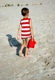 Kind mit Bewässerungsdose Stockfotografie