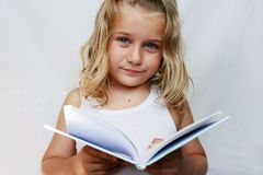Kind mit Buch Stockbild
