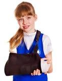 Kind mit dem gebrochenen Arm. Lizenzfreie Stockfotografie