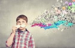 Kind mit dem Schnurrbart Stockfotos