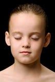 Kind mit den Augen geschlossen Stockfotos