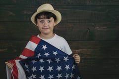 Kind mit der Flagge der Vereinigten Staaten stockbilder