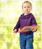 Kind mit einem Buch Lizenzfreies Stockbild