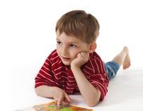Kind mit einer Abbildung Stockbild
