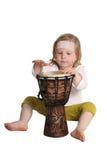 Kind mit einer Trommel Stockbild