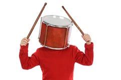 Kind mit einer Trommel im Kopf lizenzfreie stockfotografie