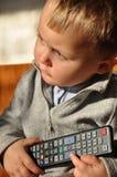 Kind mit Fernsteuerungs Stockfoto