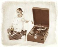 Kind mit Grammophon Stockfotos
