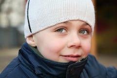 Kind mit großen Augen Stockfoto
