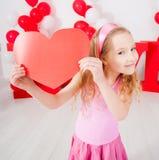 Kind mit Herzen Stockfotografie