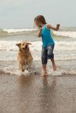 Kind mit Hund Stockfotografie