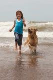 Kind mit Hund Stockfoto