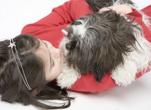 Kind mit Hundehaustier Stockbild