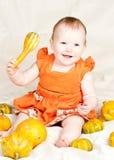 Kind mit Kürbis Stockbild