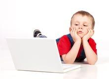 Kind mit Laptop Lizenzfreie Stockfotografie